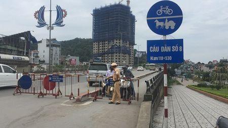 Quang Ninh: Anh huong cua bao so 10, cam xe may luu thong qua cau Bai Chay - Anh 1