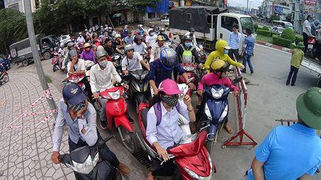 Quang Ninh: Anh huong cua bao so 10, cam xe may luu thong qua cau Bai Chay - Anh 3