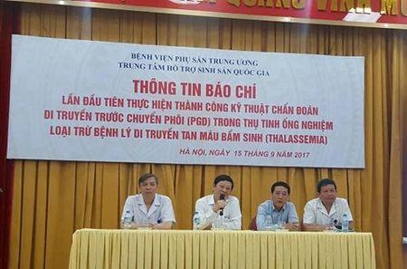 Cap vo chong bi benh tan mau bam sinh van sinh con khoe manh - Anh 1