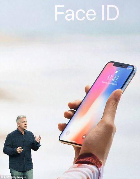 Iphone X nhan dien khuon mat ke ca trong bong toi - Anh 2