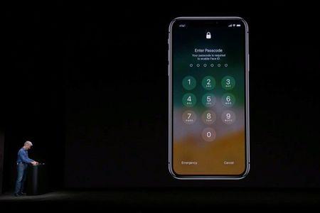 Apple ly giai nguyen nhan Face ID gap su co trong buoi ra mat - Anh 1