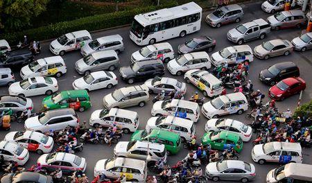 TP.HCM de xuat dua Uber, Grab vao loai hinh 'taxi moi' - Anh 1