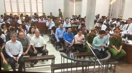 Ha Van Tham, Nguyen Xuan Son 'than tho' ngoi nghe cac luat su go toi - Anh 1