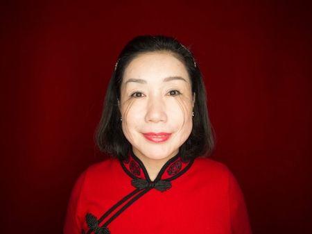 Choang voi phu nu co long mi dai den 12,4 cm - Anh 3