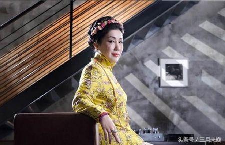 Choang voi phu nu co long mi dai den 12,4 cm - Anh 4