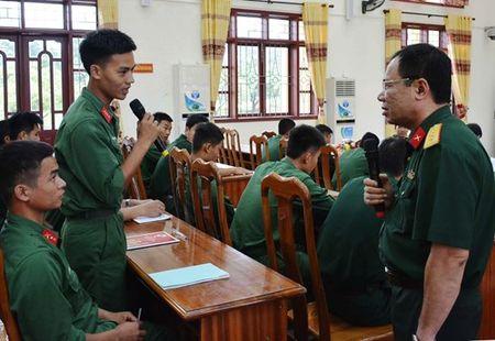 Kiem tra thuc hien Quy che dan chu co so doi voi Lu doan Phao binh 368 - Anh 1