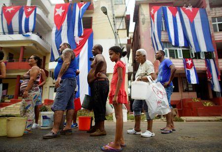 Thu do co kinh cua Cuba dep de nhung 'mong manh' truoc bao - Anh 11