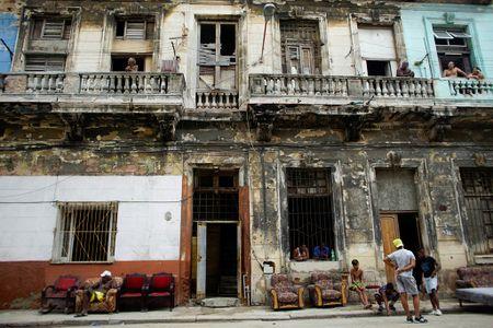 Thu do co kinh cua Cuba dep de nhung 'mong manh' truoc bao - Anh 8