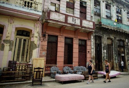 Thu do co kinh cua Cuba dep de nhung 'mong manh' truoc bao - Anh 9