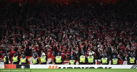 Sanchez lap sieu pham, Arsenal nguoc dong ngoan muc - Anh 1