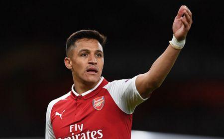 Cham diem Arsenal 3-1 FC Cologne: Bellerin che mo Sanchez - Anh 11