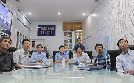 Pho Thu tuong Trinh Dinh Dung truc tiep chi dao phong chong bao so 10 - Anh 1