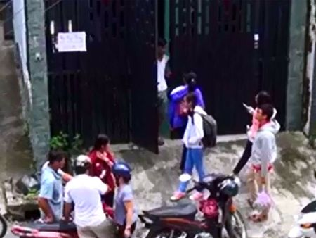 Clip: Lat tay chieu tro lua tien sinh vien ngheo thue tro - Anh 1