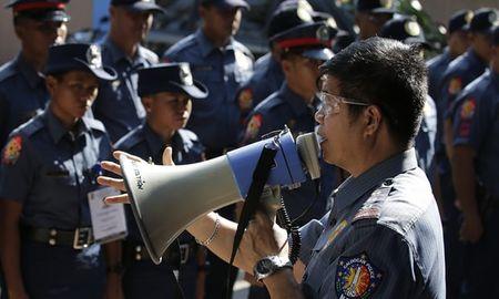 1.200 canh sat Philippines bi sa thai vi be boi giet nguoi - Anh 1