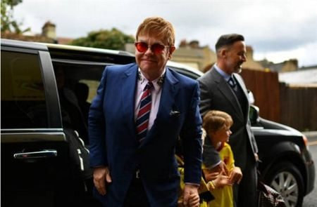 Sir Elton John da san sang cho Watford gay dia chan truoc Man City - Anh 1