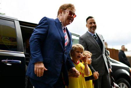 Sir Elton John da san sang cho Watford gay dia chan truoc Man City - Anh 2