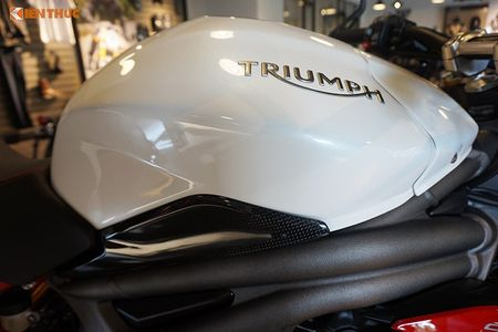 Moto Triumph Speed Triple R chinh hang gia 699 trieu tai VN - Anh 6