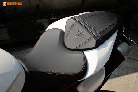 Moto Triumph Speed Triple R chinh hang gia 699 trieu tai VN - Anh 8