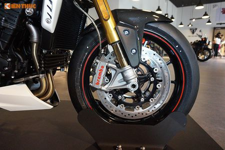 Moto Triumph Speed Triple R chinh hang gia 699 trieu tai VN - Anh 9