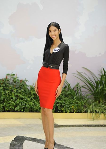 Hoang Thuy thang giai dau tien tai Hoa hau Hoan vu Viet Nam - Anh 3