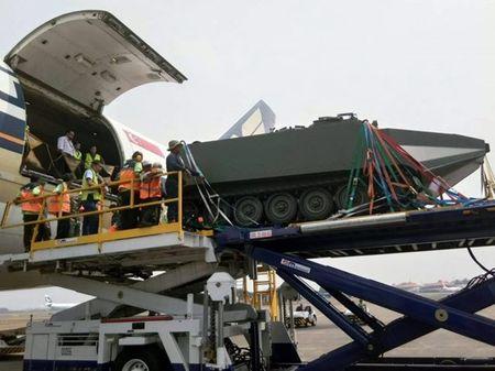 Indonesia nhan thiet giap M113 phien ban 'boi lan' dau tien - Anh 1