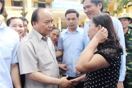 Thu tuong Nguyen Xuan Phuc tham truong hoc tai Nghe An bi thiet hai do bao so 10 - Anh 1