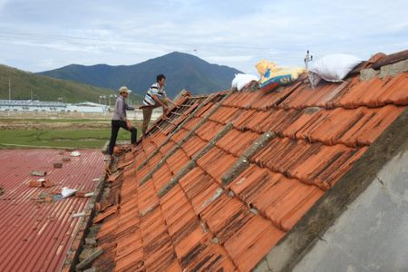 Quang Binh tan hoang sau bao so 10 - Anh 17