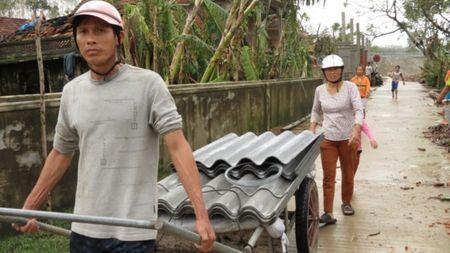 Quang Binh tan hoang sau bao so 10 - Anh 18