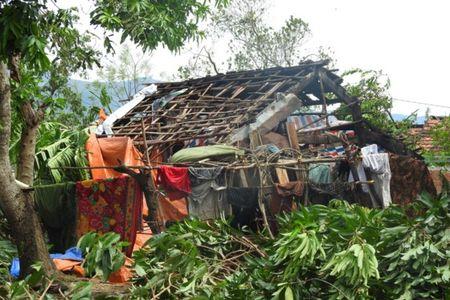 Quang Binh tan hoang sau bao so 10 - Anh 8