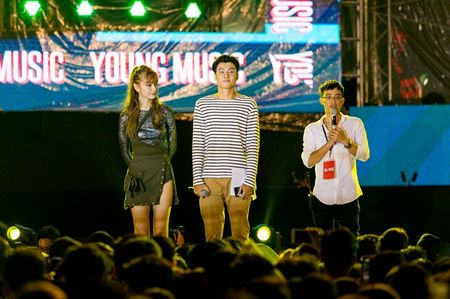 Fan hoa giong hat cung Toc Tien ban hit trieu luot nghe - Anh 6