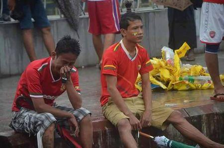 Bi loai dau don, U18 Myanmar 'do loi' cho trong tai Viet Nam - Anh 3