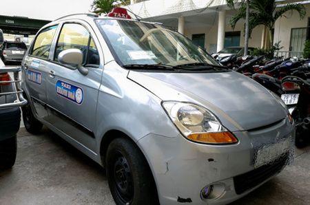 Chay gan 6km, tai xe taxi 'chem' du khach 7 trieu dong - Anh 1