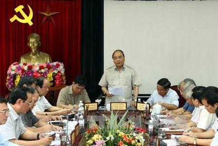 Thu tuong Nguyen Xuan Phuc: Nhanh chong khoi phuc san xuat, doi song tai Ha Tinh - Anh 1