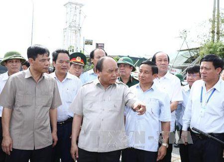 Thu tuong Nguyen Xuan Phuc: Nhanh chong khoi phuc san xuat, doi song tai Ha Tinh - Anh 2