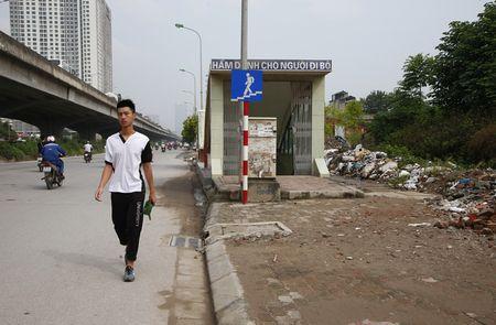Phat hoang voi bai phe thai tren duong Nguyen Xien - Anh 4
