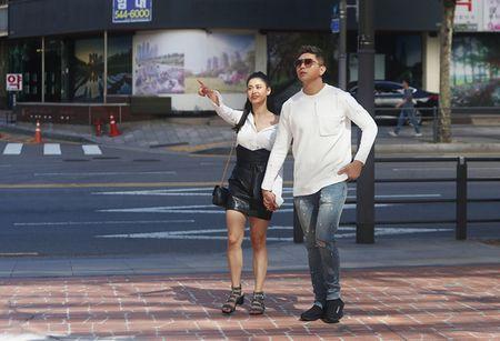 Tim - Truong Quynh Anh quan quyt khong roi tren pho Han Quoc - Anh 5