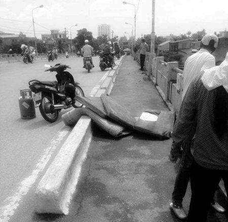 Hai Phong: Truy bat ke trom xe may cua nan nhan nhay cau tu tu - Anh 1