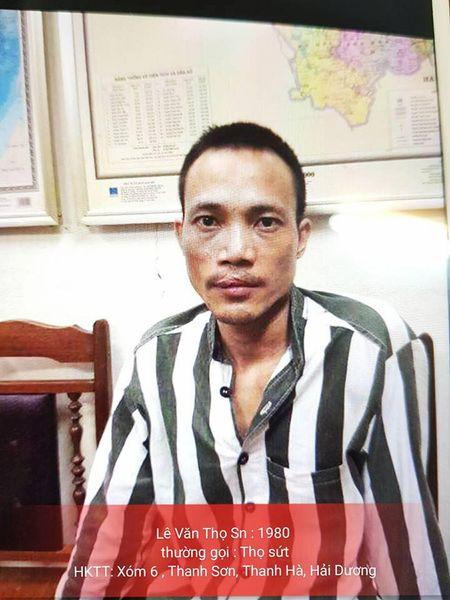 NONG: Bat duoc tu tu Tho 'sut' o Hai Duong, dang di ly ve trai giam T16 - Anh 1