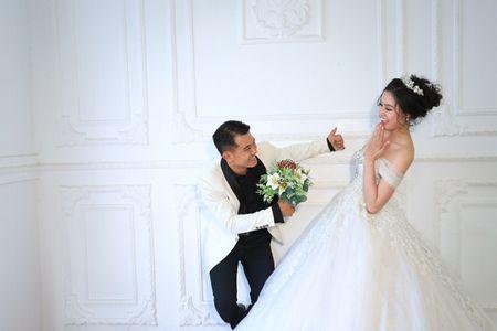 Van Quang Long chinh thuc cong bo chuyen lay vo lan 2, khoe anh ba xa kem 10 tuoi - Anh 12
