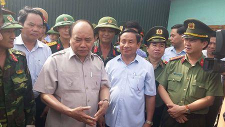 Thu tuong Nguyen Xuan Phuc thi sat vung tam bao - Anh 2