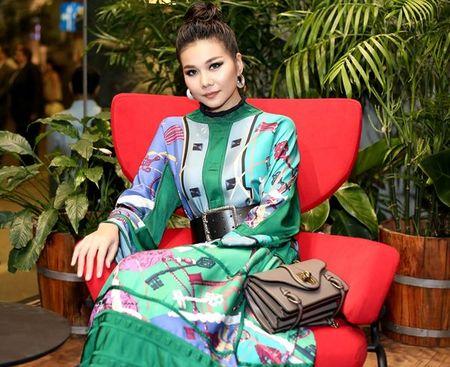 Hoc cach mix do 'chat hon nuoc cat' cua Thanh Hang, dam bao khong ai theo kip! - Anh 2
