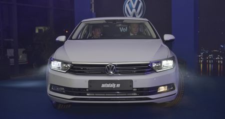 Volkswagen Passat Bluemotion 2017 gia 1,450 ty canh tranh Toyota Camry - Anh 2