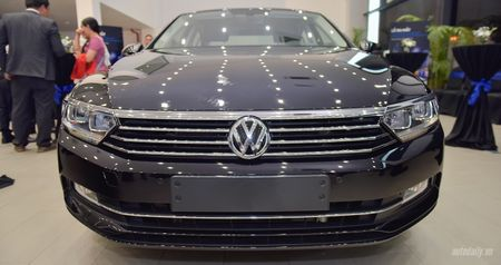 Volkswagen Passat Bluemotion 2017 gia 1,450 ty canh tranh Toyota Camry - Anh 4
