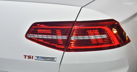 Volkswagen Passat Bluemotion 2017 gia 1,450 ty canh tranh Toyota Camry - Anh 6
