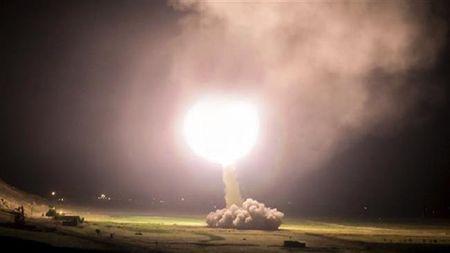 Iran co trong tay 'cha cua cac loai bom' nang 10 tan - Anh 1