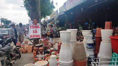Dan tra mat bang 50 ki-ot dat san bay Tan Son Nhat - Anh 2
