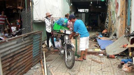 Dan tra mat bang 50 ki-ot dat san bay Tan Son Nhat - Anh 5