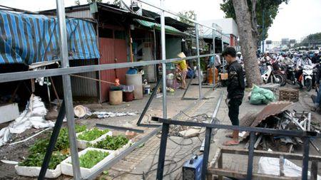 Dan tra mat bang 50 ki-ot dat san bay Tan Son Nhat - Anh 7