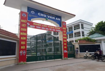 Quan Hoang Mai noi ve thong tin hoc sinh an ban tru bi ngo doc - Anh 1