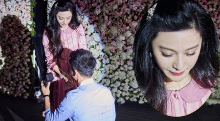 Pham Bang Bang hanh phuc den bat khoc khi duoc Ly Than cau hon - Anh 1